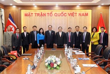 Đồng chí Trần Thanh Mẫn, Bí thư Trung ương Đảng, Chủ tịch Ủy ban Trung ương Mặt trận Tổ quốc Việt Nam tiếp Đoàn đại biểu Tổng Đồng minh Chức nghiệp Triều Tiên
