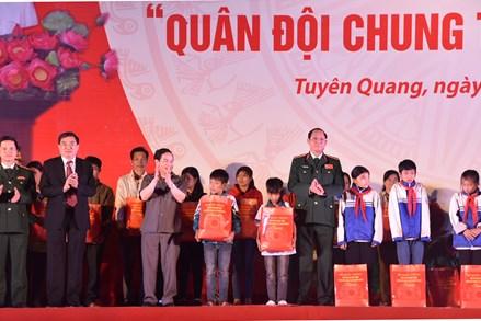 Phát động Hành trình 'Quân đội chung tay vì người nghèo'