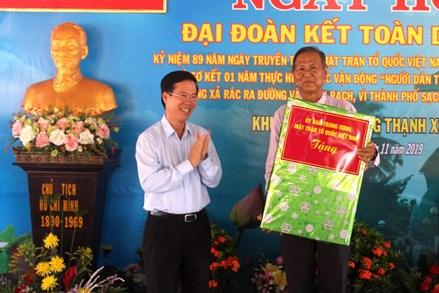 Trưởng ban Tuyên giáo Trung ương chung vui Ngày hội Đại đoàn kết cùng người dân quận 12, TP HCM