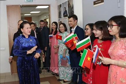 Chủ tịch Quốc hội thăm, gặp gỡ cộng đồng người Việt Nam tại CH Tatarstan, LB Nga