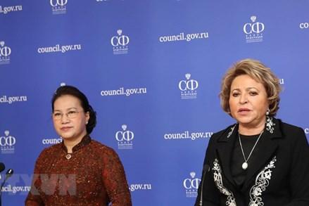 Chủ tịch Quốc hội và Chủ tịch Hội đồng Liên bang Nga gặp gỡ báo chí