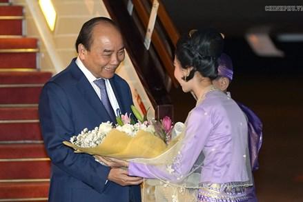 Thủ tướng đến Nay Pyi Taw, bắt đầu thăm chính thức Myanmar