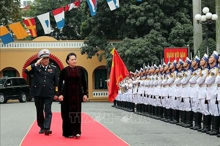 Chủ tịch Quốc hội thăm, chúc mừng Quân chủng Hải quân