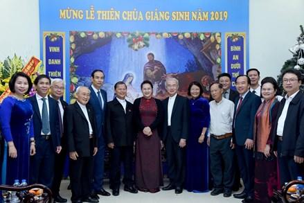 Chủ tịch Quốc hội mừng Giáng sinh tại Ủy ban Đoàn kết Công giáo
