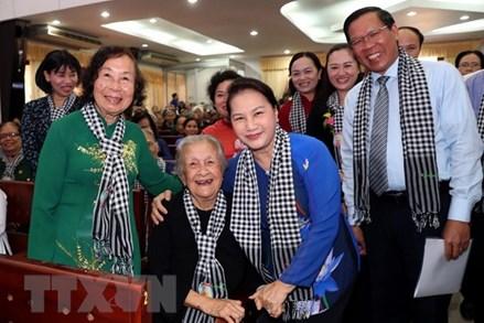 Chủ tịch Quốc hội dự họp mặt 'Đội quân tóc dài,' 'Bộ đội Thu Hà'