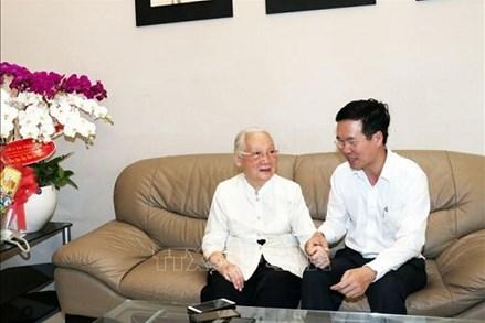 Trưởng Ban Tuyên giáo Trung ương thăm Thầy thuốc Nhân dân Đoàn Thúy Ba