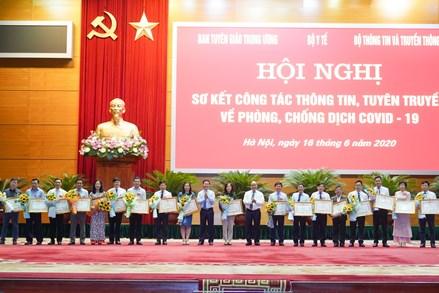 Ban Tuyên giáo UBTƯ MTTQ Việt Nam nhận Bằng khen Thủ tướng trong công tác thông tin, tuyên truyền về phòng, chống COVID-19