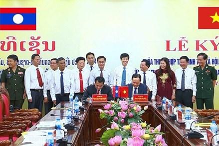 Hợp tác kết nghĩa các ngành, địa phương, thúc đẩy đối ngoại nhân dân giữa hai tỉnh Thanh Hóa - Hủa Phăn