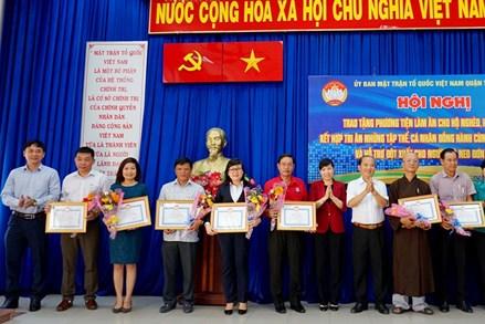 MTTQ Việt Nam TPHCM trao phương tiện sinh kế cho người nghèo