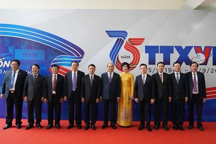 Viết tiếp 'biên niên sử' báo chí về dân tộc Việt Nam
