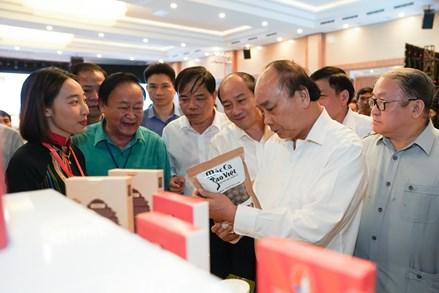 Thủ tướng Nguyễn Xuân Phúc: Mắc ca Việt Nam có thể 'đi sau, về trước' để đứng đầu