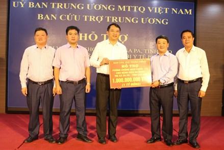 Phó Chủ tịch - Tổng Thư ký Hầu A Lềnh: Trao hỗ trợ 1 tỷ đồng cho Sa Pa phòng, chống dịch Covid-19