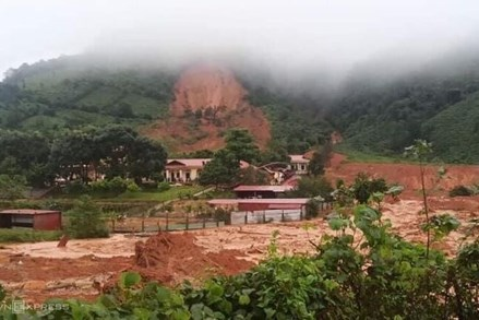 Sạt lở núi ở Quảng Trị khiến 22 cán bộ, chiến sĩ nghi bị vùi lấp