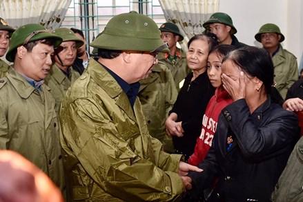 Phó Thủ tướng Trịnh Đình Dũng: Tập trung bảo vệ tính mạng, tài sản của người dân