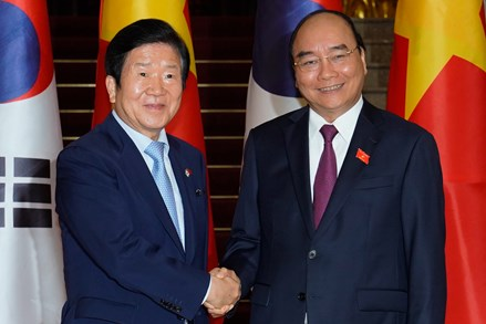 Thủ tướng đề nghị sớm đạt mục tiêu 100 tỷ USD kim ngạch Việt Nam-Hàn QuốcThủ tướng đề nghị sớm đạt mục tiêu 100 tỷ USD kim ngạch Việt Nam-Hàn Quốc