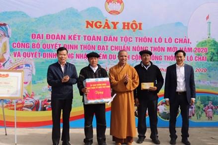 Phó Trưởng Ban Kinh tế Trung ương Triệu Tài Vinh dự ngày hội Đại đoàn kết thôn Lô Lô Chải