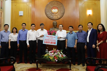 Gần 320 tỷ đồng ủng hộ đồng bào các tỉnh miền Trung, Tây Nguyên
