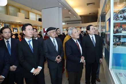 """Khai mạc trưng bày chuyên đề """"90 năm - Ngọn cờ Đại đoàn kết toàn dân tộc"""""""