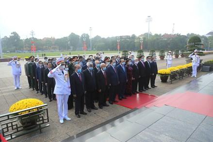 Lãnh đạo, nguyên lãnh đạo Đảng, Nhà nước, MTTQ Việt Nam vào Lăng viếng Chủ tịch Hồ Chí Minh