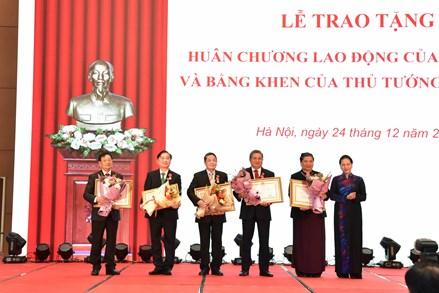 Chủ tịch Quốc hội dự lễ trao tặng Huân chương Lao động của Nhà nước