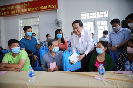 Chủ tịch Trần Thanh Mẫn trao 500 suất quà cho hộ nghèo, gia đình chính sách tại tỉnh Hậu Giang