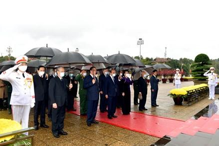 Lãnh đạo Đảng, Nhà nước, UBTƯ MTTQ Việt Nam tưởng nhớ Chủ tịch Hồ Chí Minh và các Anh hùng liệt sĩ