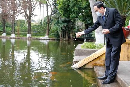 Chủ tịch UBTƯ MTTQ Việt Nam Trần Thanh Mẫn dâng hương tưởng nhớ Chủ tịch Hồ Chí Minh tại Nhà 67