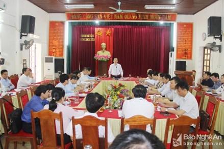 Phó Chủ tịch Ngô Sách Thực kiểm tra công tác bầu cử tại Nghệ An