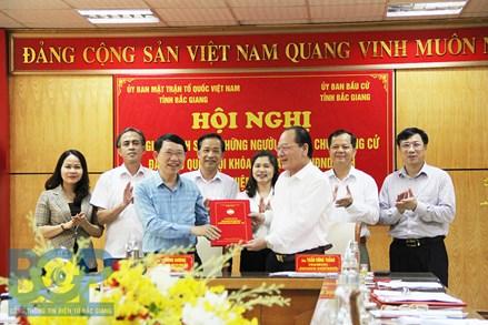 Bắc Giang: Bàn giao danh sách người ứng cử đại biểu Quốc hội và HĐND