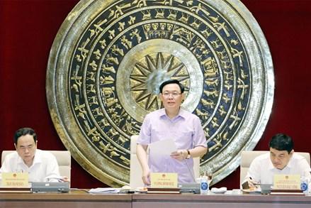 Chủ tịch Quốc hội Vương Đình Huệ làm việc với Thường trực Ủy ban Văn hóa, Giáo dục, Thanh niên, Thiếu niên và Nhi đồng