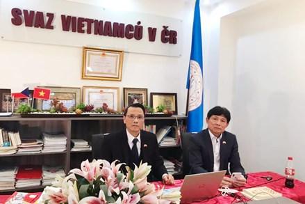 Người Việt tại Séc quyết tâm vượt qua đại dịch COVID-19