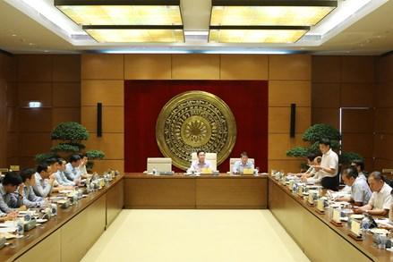 Chủ tịch Quốc hội Vương Đình Huệ làm việc với Thường trực Ủy ban Tài chính – Ngân sách