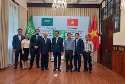 Tiếp nhận 150.000 USD ủng hộ các tỉnh miền Trung bị bão lụt