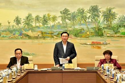 Chủ tịch Quốc hội Vương Đình Huệ làm việc với Thường trực Ủy ban về các vấn đề Xã hội và Thường trực Ủy ban Pháp luật