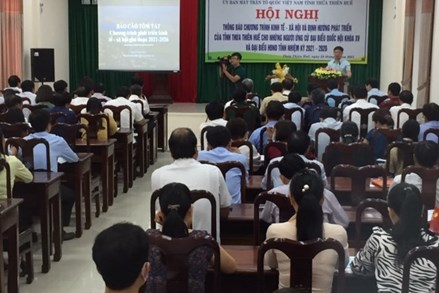 Thừa Thiên – Huế: Người ứng cử nghe thông báo chương trình KT-XH của tỉnh