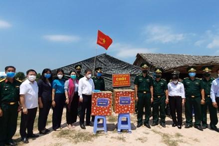 Thành phố Hồ Chí Minh: Thăm, động viên lực lượng chống dịch tại các chốt biên giới