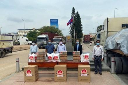 Chung tay hỗ trợ bà con có hoàn cảnh khó khăn tại Campuchia