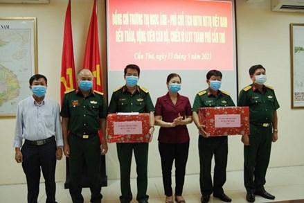 Phó chủ tịch Trương Thị Ngọc Ánh đến thăm, động viên cán bộ, chiến sĩ lực lượng vũ trang thành phố Cần Thơ