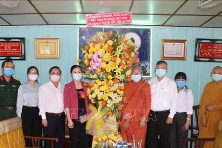 Phó Chủ tịch Trương Thị Ngọc Ánh đi thăm, chúc mừng Đại Lễ Phật đản năm 2021