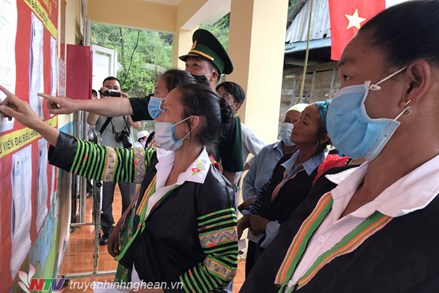 Hơn 5000 cử tri tại các điểm đặc biệt khó khăn ở huyện Tương Dương, tỉnh Nghệ An đi bầu cử sớm