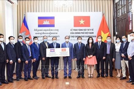 Chính phủ Việt Nam hỗ trợ vật tư, thiết bị y tế giúp Chính phủ Campuchia ứng phó dịch COVID-19