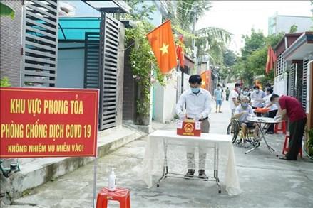 Các điểm bỏ phiếu thực hiện nghiêm quy định phòng dịch; tỷ lệ cử tri đi bỏ phiếu đạt cao