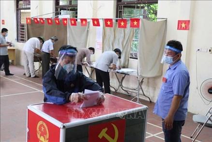 Nhiều khu vực bỏ phiếu ở Bắc Ninh đạt 100% cử tri đi bầu cử từ sớm