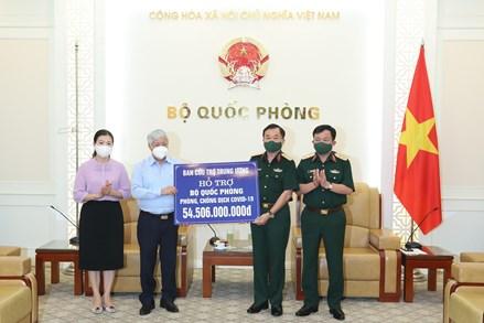 Chủ tịch Đỗ Văn Chiến trao hỗ trợ 54,5 tỷ đồng cho Bộ Quốc phòng phục vụ công tác phòng chống dịch