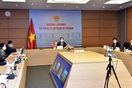 Chủ tịch Quốc hội Vương Đình Huệ hội đàm với Chủ tịch Quốc hội Campuchia Samdech Heng Samrin