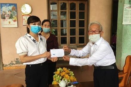 Những tấm lòng vàng chung tay ủng hộ quỹ Covid ở thành phố Tuyên Quang