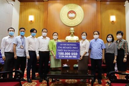 Phó Chủ tịch Trương Thị Ngọc Ánh tiếp nhận 100.000 USD từ Quốc hội Liên bang Micronesia hỗ trợ đồng bào miền Trung