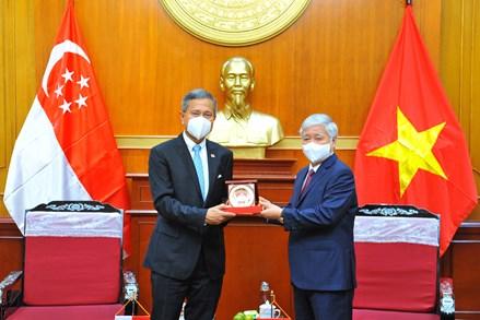 Chủ tịch UBTƯ MTTQ Việt Nam Đỗ Văn Chiến tiếp Bộ trưởng Bộ Ngoại giao Singapore