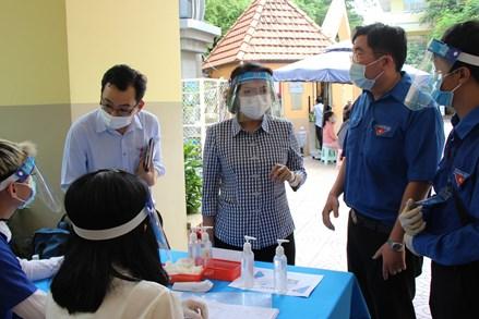 Chủ tịch Ủy ban MTTQ Việt Nam TP Hồ Chí Minh kiểm tra công tác tiêm chủng trên địa bàn