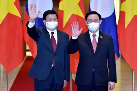 Chủ tịch Quốc hội Vương Đình Huệ hội kiến Tổng Bí thư, Chủ tịch Nước Lào